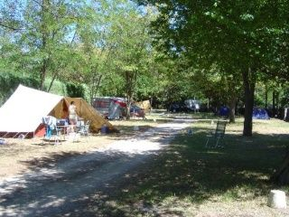 Camping rochecondrie loisirs viviers france ardx8che for Camping montelimar piscine